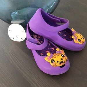 Skechers Girls Velcro Shoes.  SZ 8.